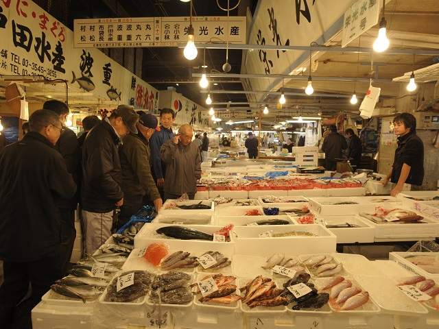 Try Shops in Tsukiji Outer Market