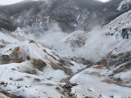 Hokkaido Noboribetsu |<br>Spectacular Scenery of Caldera Lakes and Onsen
