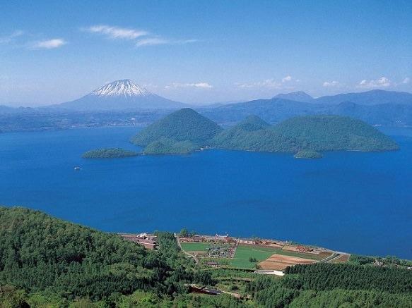 Touristy Hot-Spring Resort Town | Hokkaido