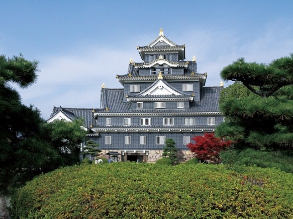 Okayama Castle | The black exterior turned its nickname Crow Castle
