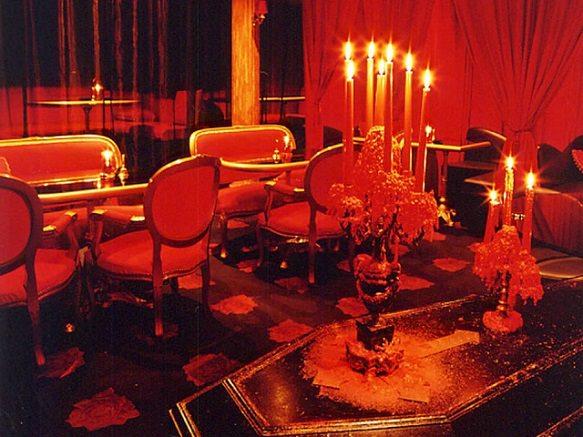 Tokyo's Cafe for Vampire Aficionados