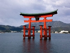 Photo of Miyajima Itsukushima Shrine in Hiroshima - Floating Torii