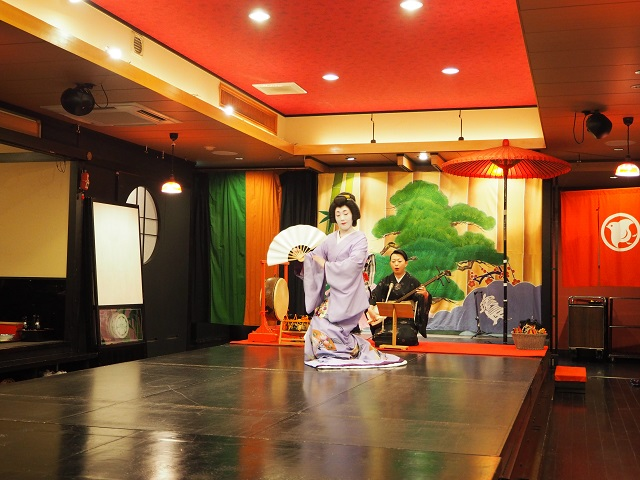 Travel Japan: Geisha Show!