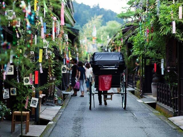 2. Spring Takayama Festival | Hiroshima Tour<a name=fest3></a>