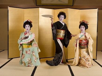 Image of Geisha performing