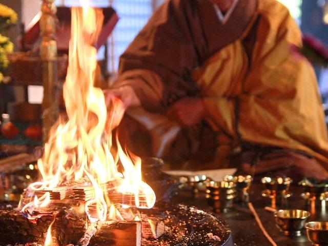 Famous Daily Goma Taki Fire Rituals