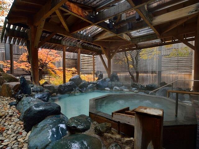 Open-Air Baths VS Japanese Hot Springs