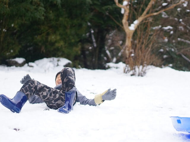 4) Snowball fights & Sports