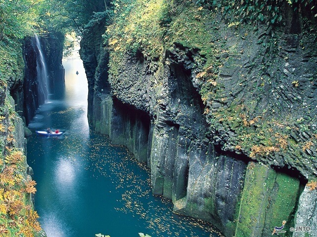 Legends of Japan | Takachiho Gorge