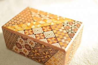 Hakone Yosegizaiku craft box