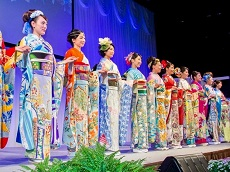 Nishijin Textile Center - Kimono Show & Hand-Weaving Workshop